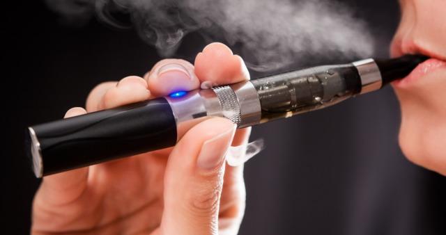 WHO: e-papierosy są tak samo ryzykowne jak inne wyroby tytoniowe