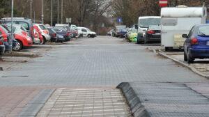 Poszerzą ulicę, zlikwidują parkingi. Spór o przebudowę Rosoła