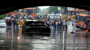 Monsunowe deszcze pustoszą Indie. Ofiary śmiertelne, setki ewakuowanych