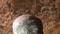 Głowa z wosku znaleziona w czasie przeszukiwania grobowców