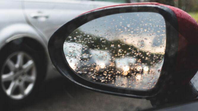 Deszcz utrudnieniem dla kierowców
